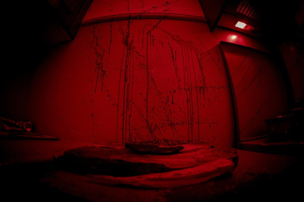 Κόκκινος τοίχος με αίματα