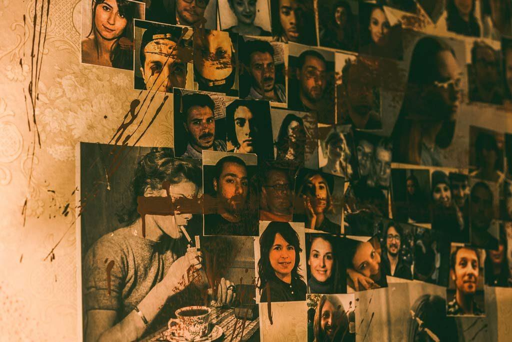 Φωτογραφίες στο τοίχο του The ritual nightmare edition escape room Θεσσαλονίκη