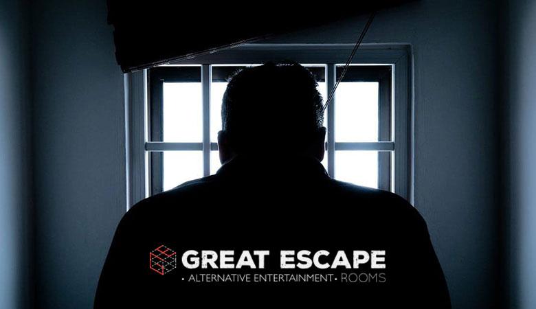 Πλάτη άντρα στο Escape Rooms Θεσσαλονίκη
