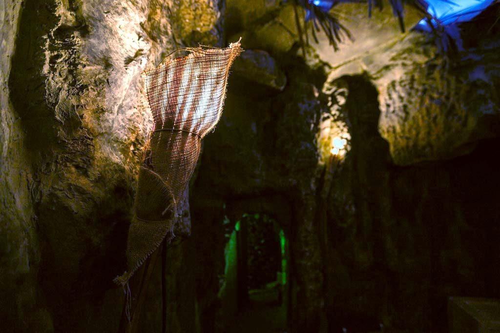 Σπηλιά στο The Survivor Escape Room